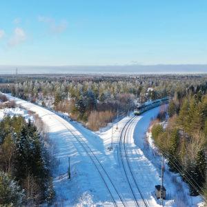 Juna saapuu Rovaniemeltä Kemiin päin