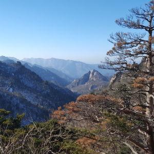 Maisema Seoraksan kansallispuistosta Etelä-Koreasta.