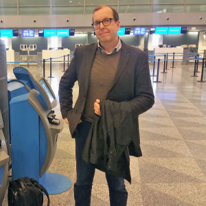 Ralf Blomqvist på flygplatsen.