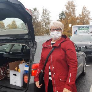 Tuula Hallikainen ja Timo Haapalainen Oulusta Ikean parkkipaikalla Haaparannalla