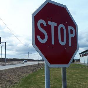 Stop-merkki Pelmaan risteyksessä Seinäjoella