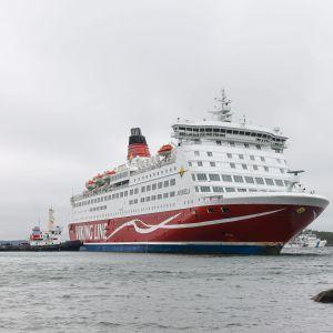 Viking Lines M/S Amorella utanför Järsö på Åland måndagen den 21 september.