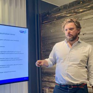 Latitude 66 Cobalt -yhtiön toimitusjohtaja Thomas Hoyer esittelee yhtiö tutkimussuunnitelmia