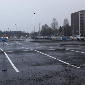 Autojen parkkipaikka
