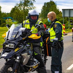 Rajavartiolaitos suorittaa rajatarkastuksia Torniossa Ruotsin rajalla