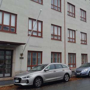 Vaasan keskuskoulu on alakoulu. Se laitettiin etäopetukseen viikolla 41/2020 ennen Vaasan kaupungin yleistä etäkoulupäätöstä.