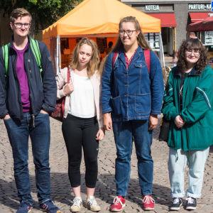 Gymnasieelever vid Tölö gymnasium: Kasper Wallenius, Johanna Vanni, Emelie Schauman, Ulrika Blanc.