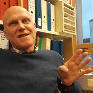 Thomas Wallgren på sitt arbetsrum