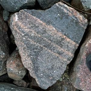 Sydämenmuotoinen kivi