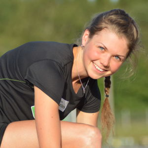 Heidi Kuuttinen på friidrottsträning vid Mosedal i Närpes.