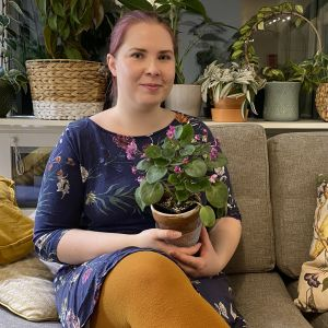 Viherkasviharrastaja Susanna Määttä kotonaan