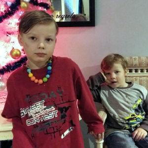 Åttaåriga Domenic och sexåriga Damien Skuthälla trivdes på lägret de fick åka på, tack vare bidrag från fjolårets luciainsamling.