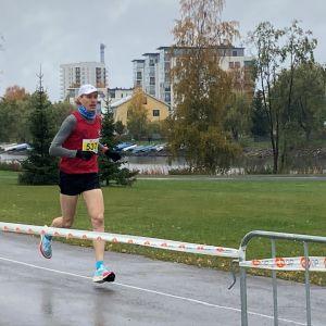 Oulun NMKY:n maratoonari Antti Mikkonen Terwamaratonilla 2021.