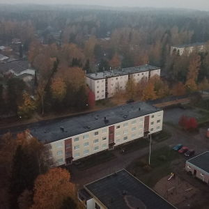 Två av höghusen som tillhör Hangö Hyreshus Ab, på Halmstadsgatan i Hangö.