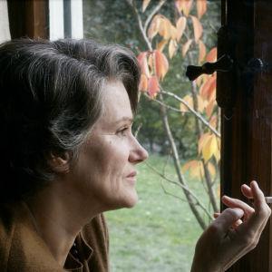 Hannah Arendt (näyttelijä Barbara Sukowa) elokuvassa Hannah Arendt