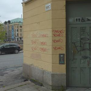 Allmän toalett vid Östra Strandgatan i Åbo.