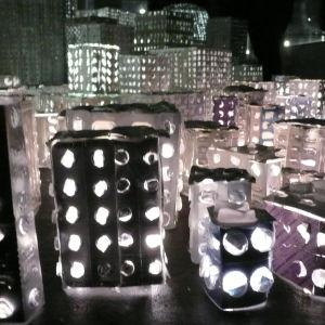 miniatyr stad av medicinförpackningar