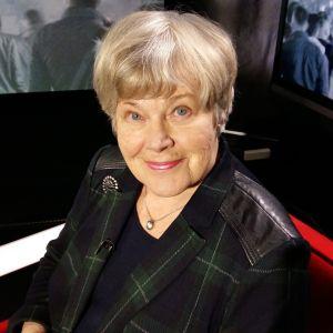 Minister Elisabeth Rehn pratar om hur flyktingsituationen borde hanteras