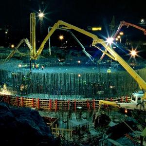 Ydinvoimalan rakennustyömaa on takkuillut Olkiluodossa jo vuosia. Hanke jyrättiin läpi lähiympäristön vaatimuksista välittämättä.