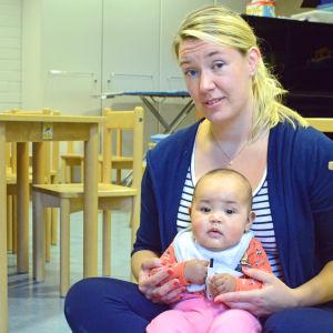 Peggy Kusénius med dottern Pollyanna.