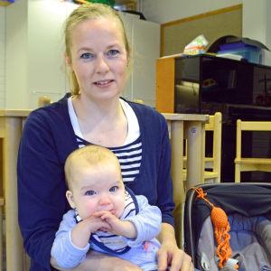 Cia Sandström med dottern Elisia.