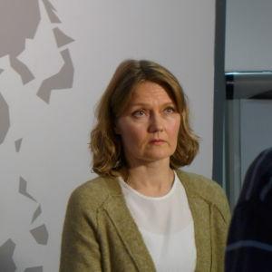 Direktören Hanna Helinko på Migrationsverkets enhet för juridisk service och landinformation.
