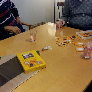 Memoryspel på dagverksamheten Solrosen i Åbo