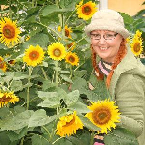 Toimittaja Paula Ritanen-Närhi vierailee viehättävissä yksityispuutarhoissa.