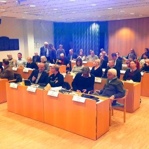 Pargas stadsfullmäktigeledamöter samlade till möte.