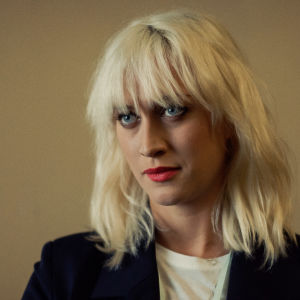 Bea Farkas spelas av Julia Ragnarsson.