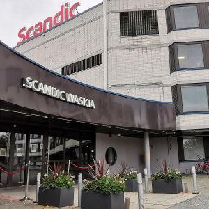 Scandic Waskia håller stängt eftersom personalen är satt i karantän.