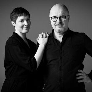 Toimittajat Anna Möttölä ja J. P. Pulkkinen