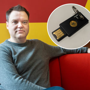 Thomas Malmberg och en fysisk säkerhetsnyckel.