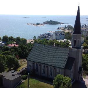 Hangö kyrka sett från vattentornet.