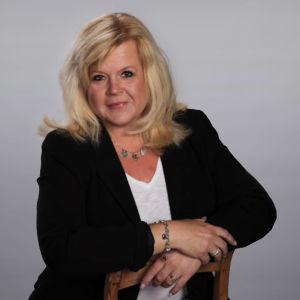 Kuvassa on lohjalaisen Järnefeltin koulun rehtori Johanna Nurmesniemi-Heino.
