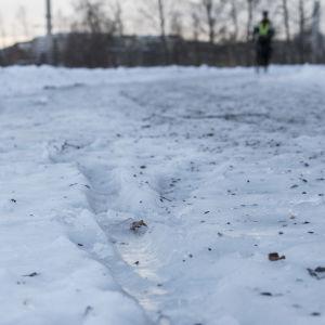 Isig promenadväg intill Metviken i Vasa.