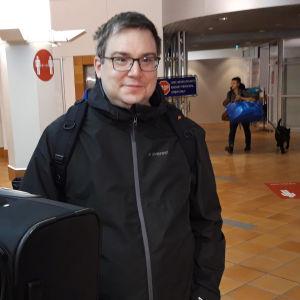 Robert Ojala saapui Viking Amorellalla Turkuun Aila-myrskyn ulvoessa.