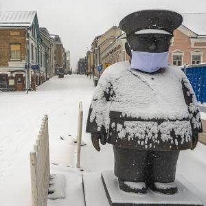 Oulun Toripoliisi on saanut hangityssuojan
