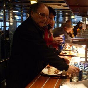 Passagerare i restaurangen på Wasa Express.