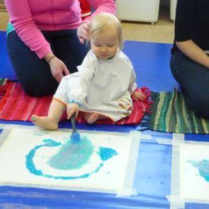 Färgbad för barn vid Kuntsis museum i Vasa