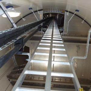 Upp i vindkraftverkets maskinrum är det 140 meter.