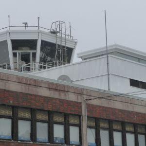 Flygledningstornet på Åbo flygplats.