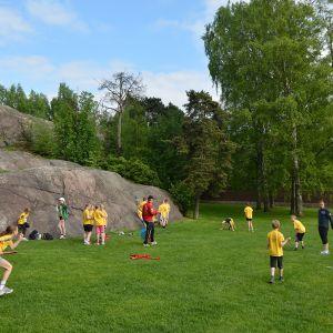 Sunnanbergs skolas sista minutenträning i parken.