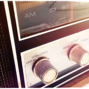 Kuvituskuva: vanha radio.