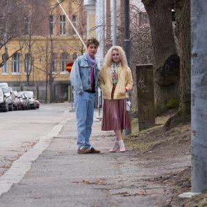 Kuvassa Jesse (Niklas Haapaniemi) ja Iris Rainio (Amelie Blauberg).