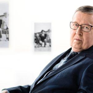 Ministeri Pertti Paasion elämä on ollut politiikkaa täynnä. Miten hän näkee uransa nyt?