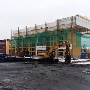 Husbygge i den nya stadsdelen i Åbo, Slottsfältet.