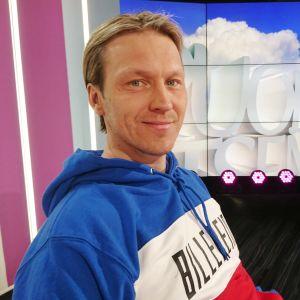 Pesäpalloilija Toni Kohonen Puoli seitsemän -studiossa
