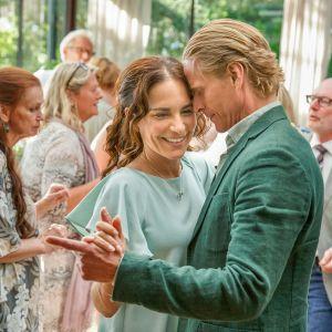 Nora (Alexandra Rapaport) & Henrik (Jonas Malmsjö).