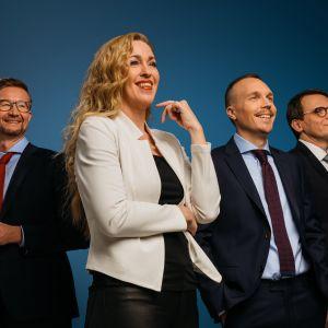 Sakari Sirkkanen, Annika Damström, Olli Seuri ja Heikki Ali-Hokka ovat A-studion uusi juontajatiimi.